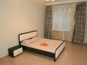 Кровать или кровати в номере Leader NORD apartments at Smolenskaya