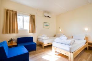 מיטה או מיטות בחדר ב-ענבר אירוח כפרי