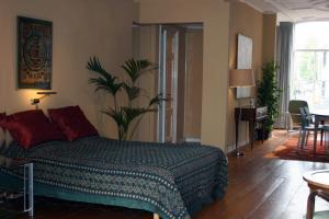Ein Bett oder Betten in einem Zimmer der Unterkunft Denneweg Apartment The Hague