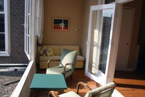 Ein Sitzbereich in der Unterkunft Denneweg Apartment The Hague