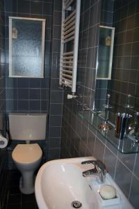 Ein Badezimmer in der Unterkunft Denneweg Apartment The Hague