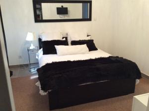 A bed or beds in a room at La Maison d'Estelle