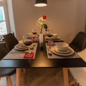 Ein Restaurant oder anderes Speiselokal in der Unterkunft Gästehaus Vanille & Chocolat