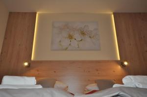 Łóżko lub łóżka w pokoju w obiekcie Pass Hotel