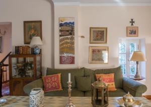 A seating area at Acropolis Villa in Plaka