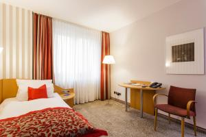 A bed or beds in a room at Hotel & Restaurant Michaelis