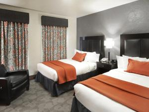 A bed or beds in a room at Golden Gate Casino Hotel