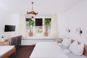 Postelja oz. postelje v sobi nastanitve Gostišče Krivograd