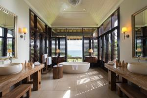 A bathroom at Cape Weligama