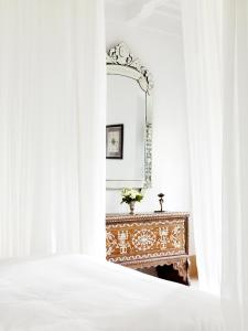 A bed or beds in a room at Riad L'Hôtel Marrakech
