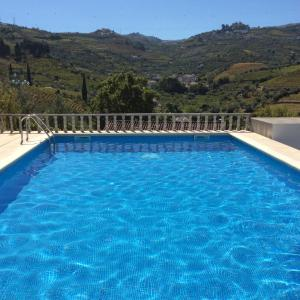 The swimming pool at or close to Quinta do Fôjo