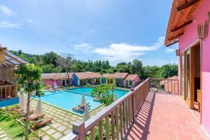 Вид на бассейн в Hillside Village Resort Phu Quoc или окрестностях