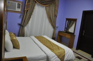 Cama ou camas em um quarto em Mais jeddah suites 1