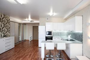 Кухня или мини-кухня в Огни Екатеринбурга Белинского 108