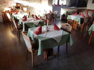 A restaurant or other place to eat at Hotel Restaurant Kroatia