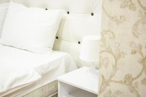 A bed or beds in a room at MS Apartments near Vegas Mall