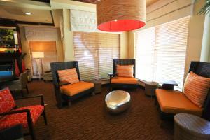 A seating area at Hilton Garden Inn Bentonville Rogers