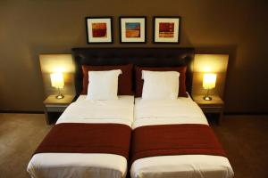 A bed or beds in a room at Hyllit Hotel