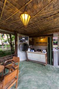 Een keuken of kitchenette bij Pai Country Hut