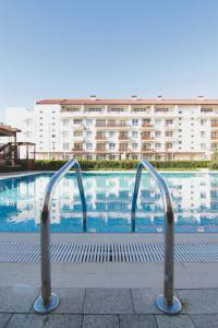 The swimming pool at or near Apartment Imeretinskiy on Parusnaya 23