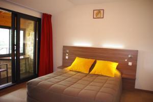 Кровать или кровати в номере Auberge de Marville