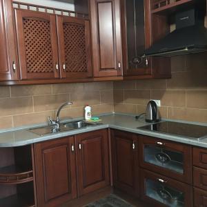 A kitchen or kitchenette at Alexandra Apartments