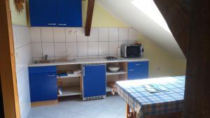 Кухня или мини-кухня в Apartments T&M