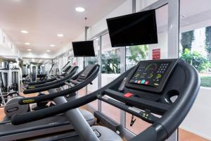 The fitness centre and/or fitness facilities at Courtyard by Marriott Prague Airport
