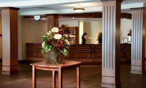 The lobby or reception area at Château Arnaud