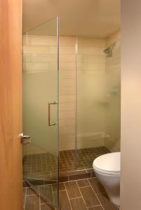 A bathroom at Lake Quinault Lodge