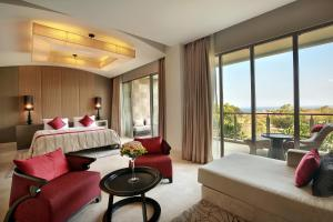 A seating area at AYANA Residences Luxury Apartment