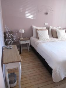 A bed or beds in a room at B&B ZaZoZee