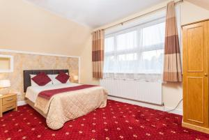 A bed or beds in a room at Roseview Alexandra Palace Hotel