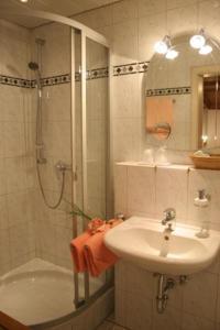 Ein Badezimmer in der Unterkunft Alpenrose