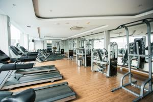 The fitness centre and/or fitness facilities at Sahid Batam Center Hotel and Convention