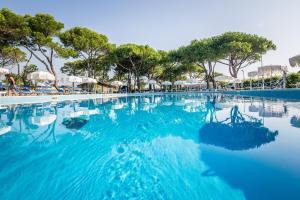 Bazén v ubytování Hotel San Giorgio nebo v jeho okolí