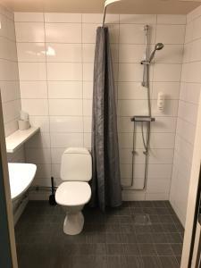 A bathroom at Euroway Hotel