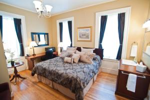 A bed or beds in a room at Beacon Hotel Oswego