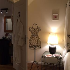A bed or beds in a room at Clos du Mont Rouge
