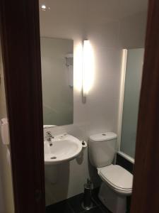 Un baño de Hotel Area de Servicio Los Chopos