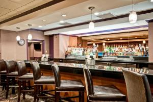 The lounge or bar area at DoubleTree by Hilton Downtown Wilmington - Legal District