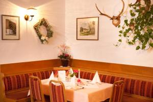 A restaurant or other place to eat at Landhotel-Gasthof-Schreiner