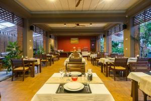 A restaurant or other place to eat at Ayrest Hua Hin Hotel