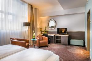 A television and/or entertainment center at Select Hotel Handelshof Essen