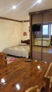 Кровать или кровати в номере Apartament on Microrayon G 9