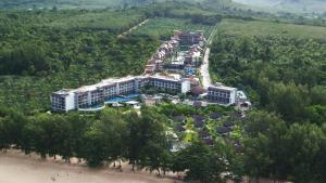Vaade majutusasutusele Mai Khao Lak Beach Resort & Spa linnulennult