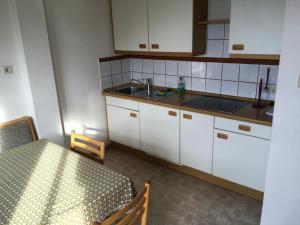 Una cocina o zona de cocina en Fallerhof