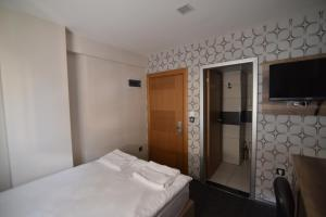 A bed or beds in a room at Saltuk Hotel