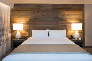 A bed or beds in a room at Hotel Azure