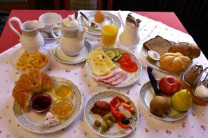 Breakfast options available to guests at Hotel Hohenstauffen